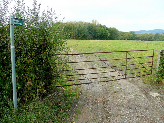 Bridleway to Raymeadow