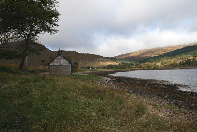 Shore Cottage and Loch a' Choire