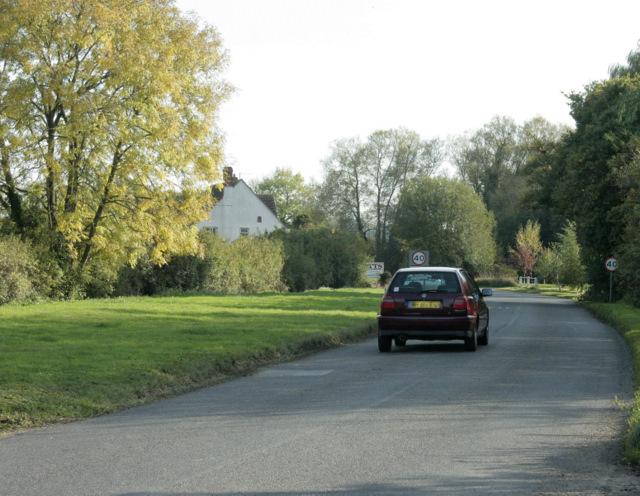2009 : Minor road entering Foxham
