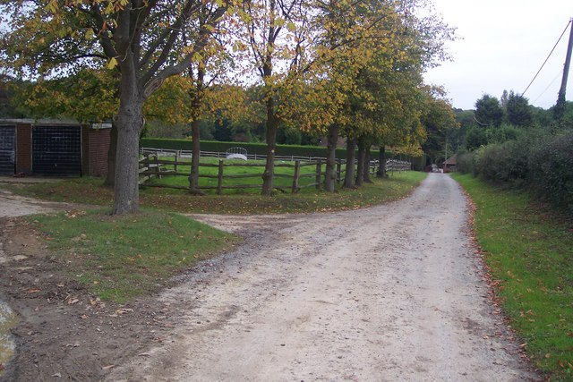 Bridleway junction near Henden Manor