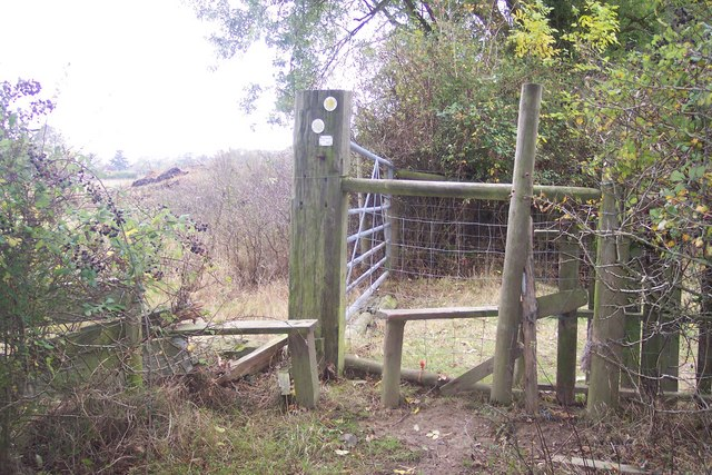 Footpath junction near Bough Beech Nature Reserve