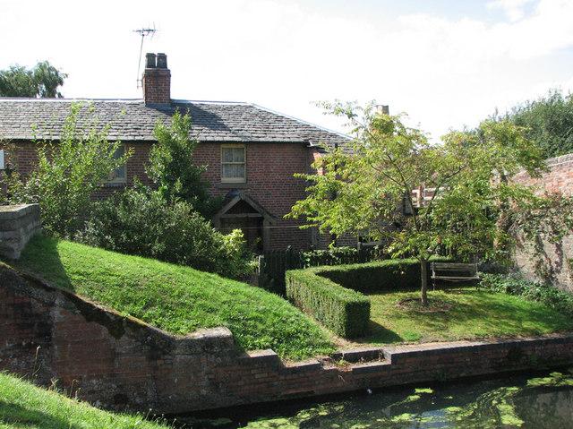 Woolsthorpe Wharf: lock keeper's cottage
