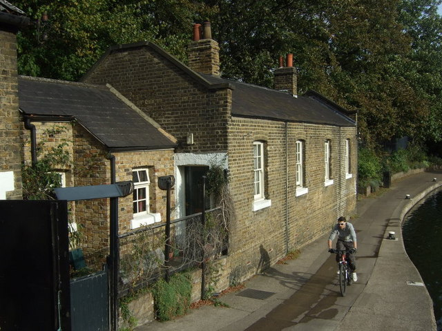 Old Ford Lock keeper's cottage, Regent's Canal