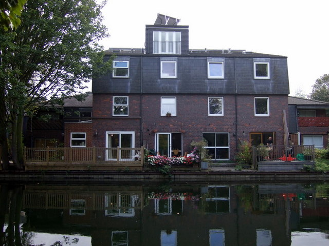 A canalside residence