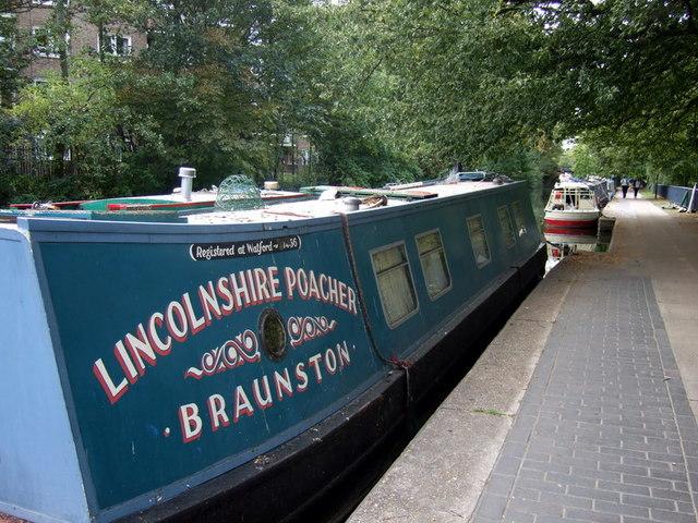 Narrowboats beside Victoria Park