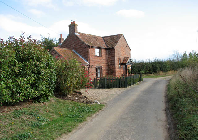 Corner Cottage, by a sharp bend in Dodgers Lane