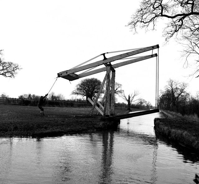 Wrenbury Frith Lift Bridge 21, Llangollen Canal
