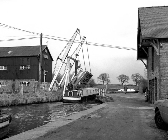 Wrenbury Lift Bridge 20, Llangollen Canal