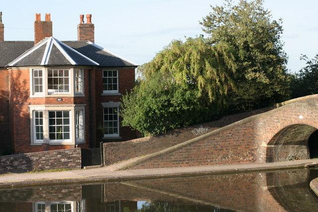 House situated along Fazeley Canal  (2)