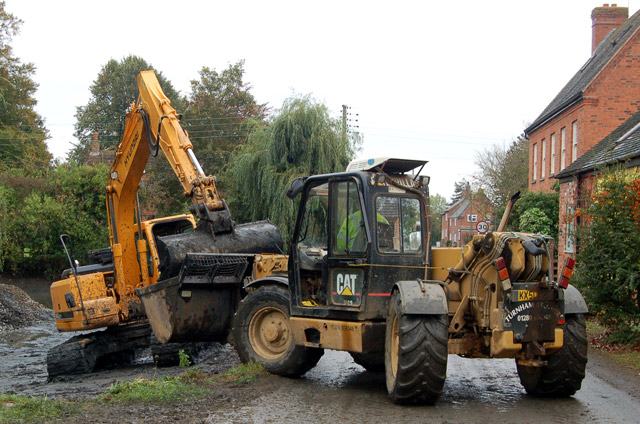 Dredging the pond at Willoughby (5)