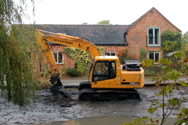 Dredging the pond at Willoughby (6)