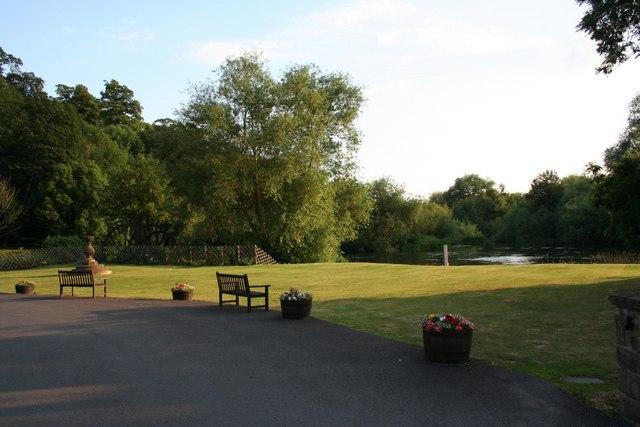 Garden & River Trent, Priest House Hotel