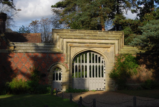 Ornate gateway to Hall Place by Penshurst Lodge, Leigh