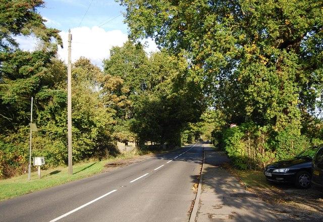 B2027, entering Leigh