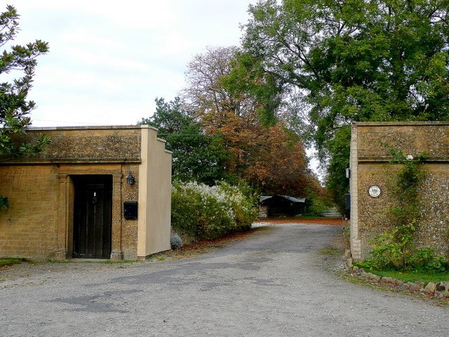 Old gated entrance to Toddington Manor