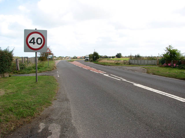 View north-east along Beccles Road (A143)