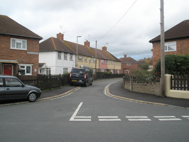 Looking from Hilsea Crescent into South Avenue