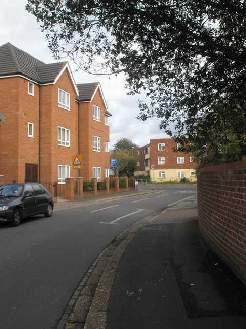 Flats at the northern end of Hilsea Crescent