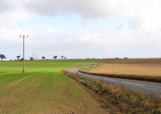 View east along the B1136 (Loddon Road)