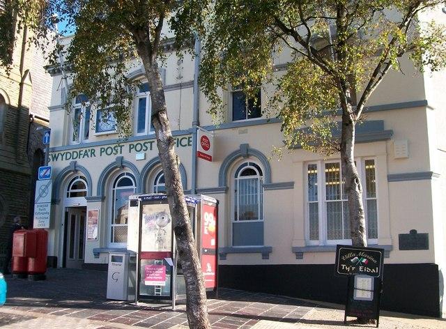 Swyddfa'r Post/Post Office, Y Maes, Caernarfon