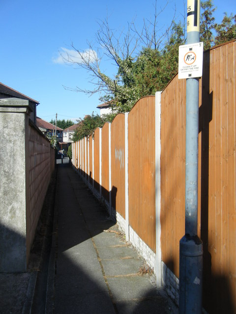 Passage linking Greenside Avenue and Monkswell Drive