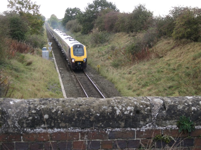 Cross-Country train approaches Old Milverton