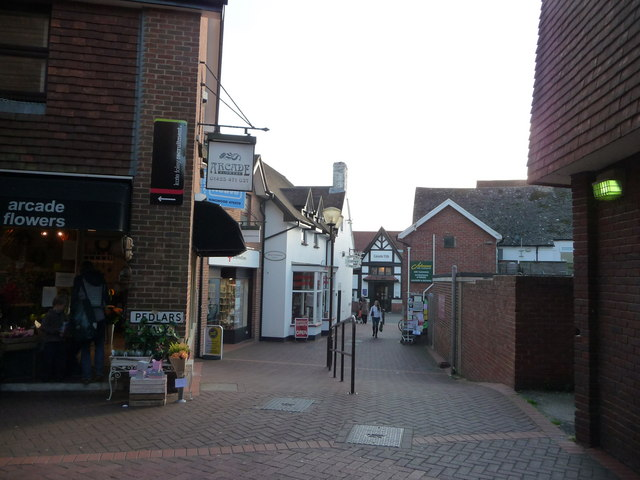Ringwood : Pedlars, near the High Street