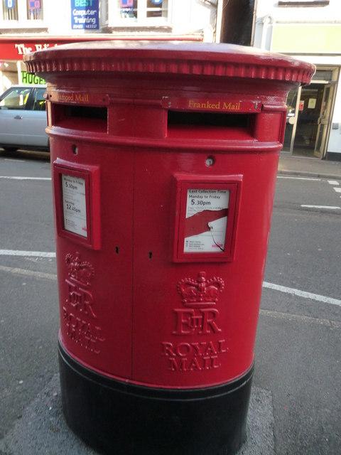 Ringwood : Royal Mail Postbox