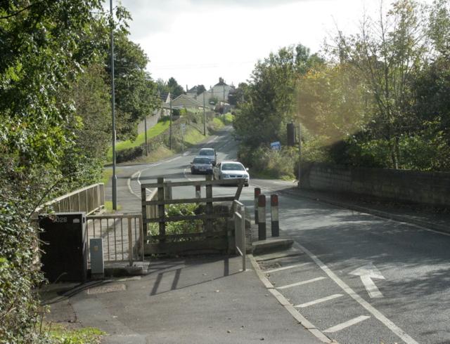 2009 : B3355 looking south crossing Thicketmead Bridge