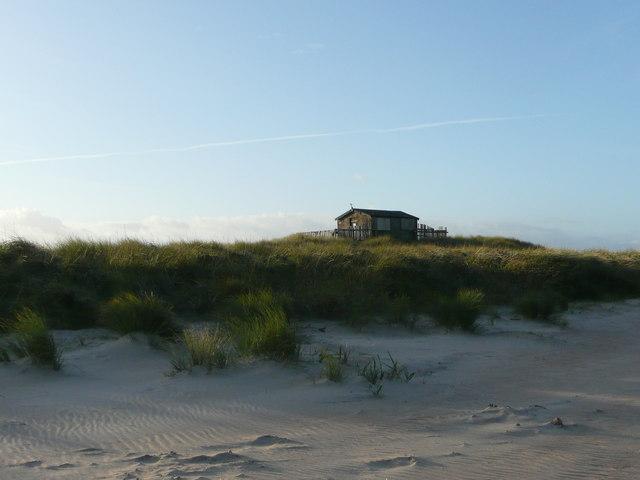 Warden's hut on the dunes at Newton Links