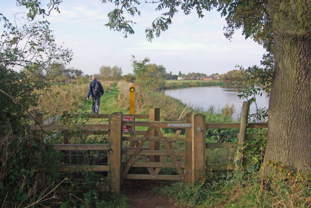 Footpath beside the River Trent, Hemington Fields