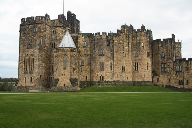 Alnwick Castle 169 Richard Croft Cc By Sa 2 0 Geograph Britain And Ireland
