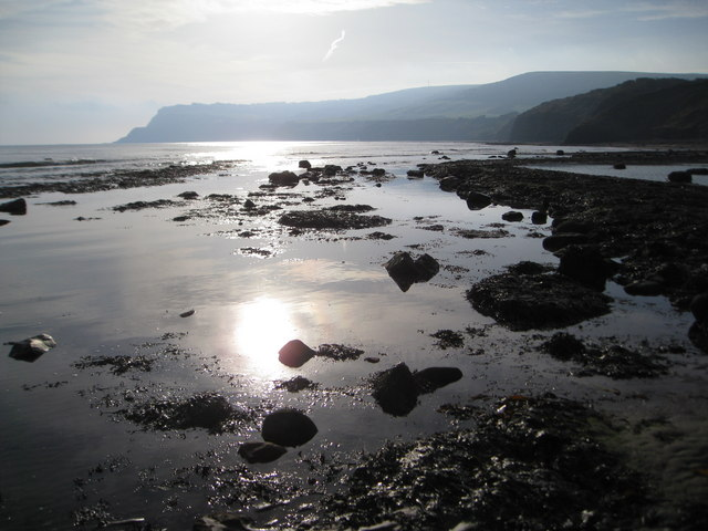 Early morning sun in the rockpools