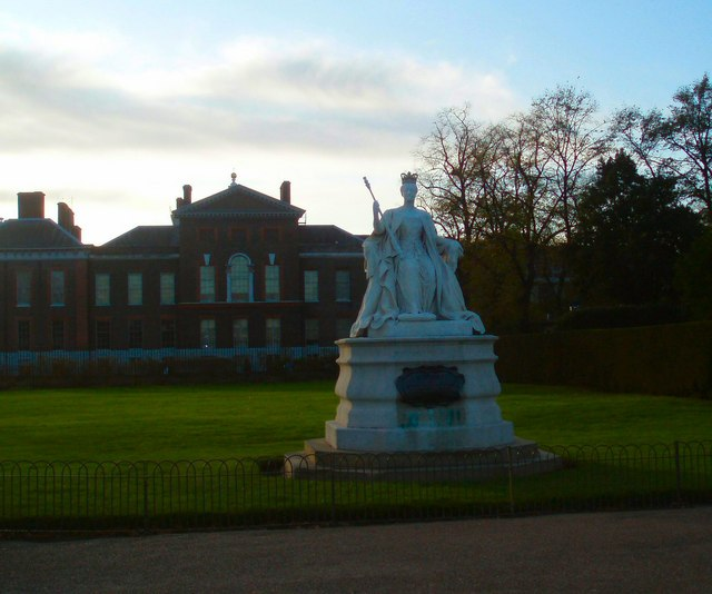 Queen Victoria Statue