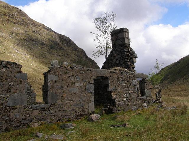 Ruin in Gleann Dubh Lochain, closeup