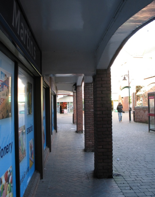 Dolphin Square, Tring