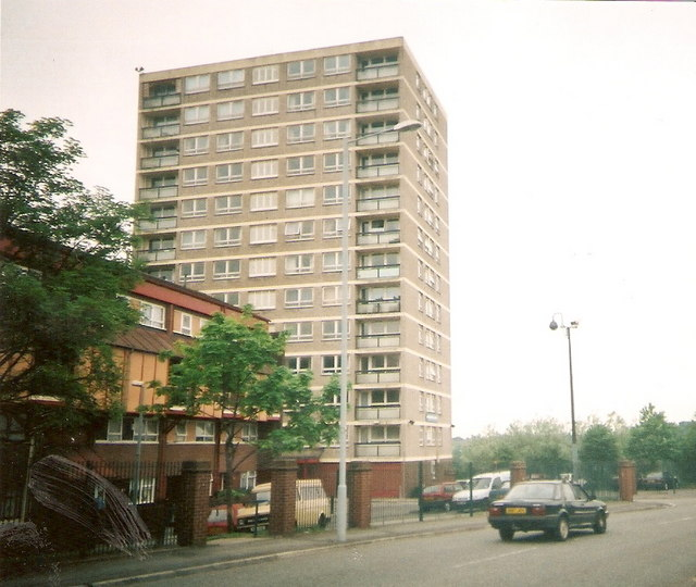 Kingsbridge Court, Harpurhey Road © Rob K Brettle
