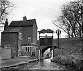 SP0579 : Kings Norton lock keeper's house and lock, 1965 by Robin Webster