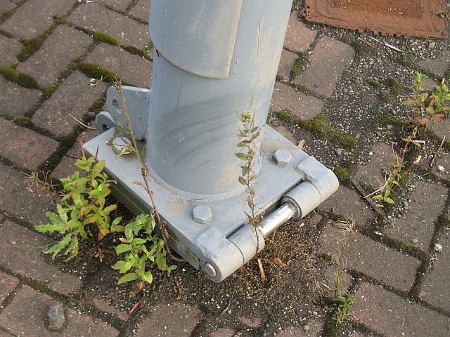 Hinged lamp post wholeflats roundabout richard webb cc by sa hinged lamp post wholeflats roundabout mozeypictures Gallery