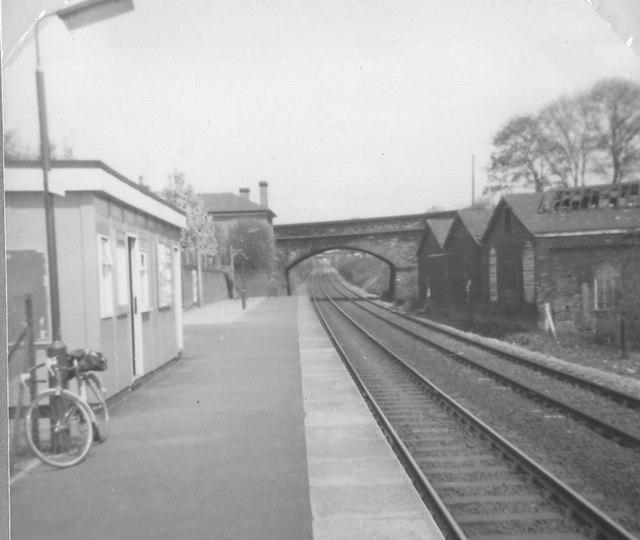 bromsgrove station  u00a9 michael westley    geograph britain