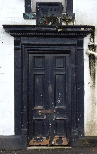 Cross Keys Inn - consoled and corniced doorpiece