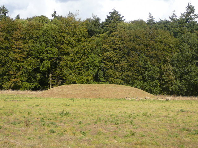 Tumulus at northern end of Harpley Common