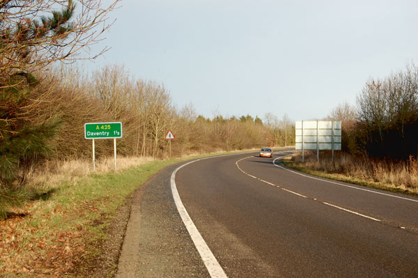 Looking north on the A425 from Staverton to Daventry