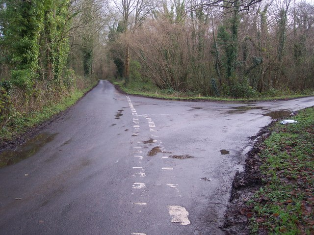 Lane junction on Pickelden Lane