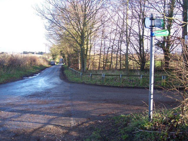 Footpath junction on Mystole Road