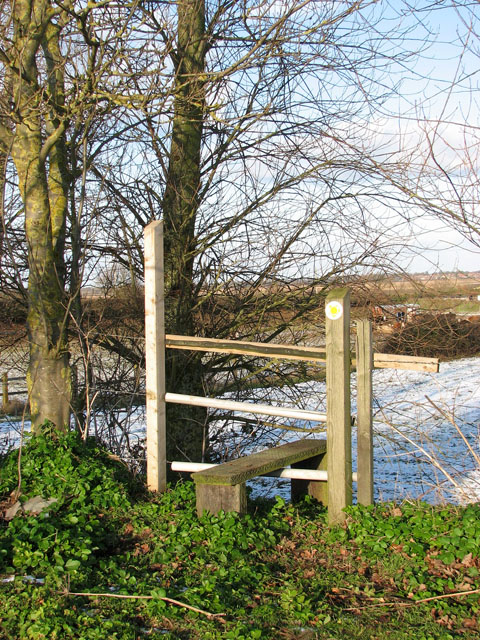 Stile into cattle pasture south of Walnut Tree Farm
