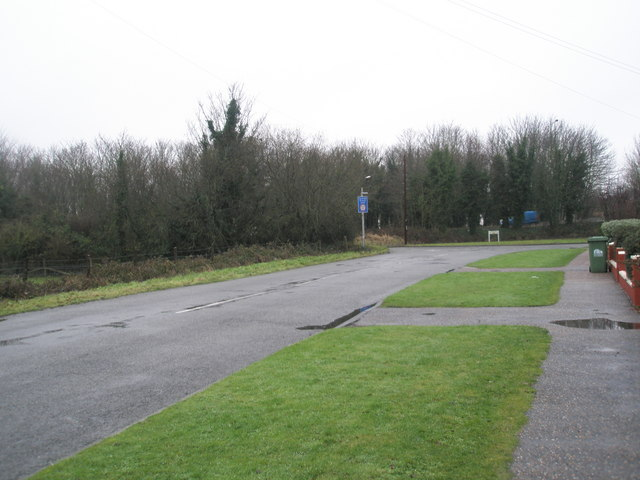 Approaching a bend in Fitzalan Road