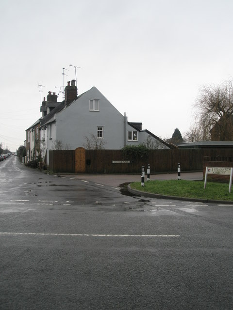 Approaching the junction of Fitzalan Road and Dalton's Place