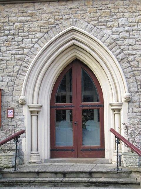 Doorway with  headstops
