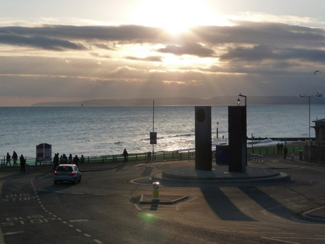 Boscombe: the sun shines on the Pier Approach